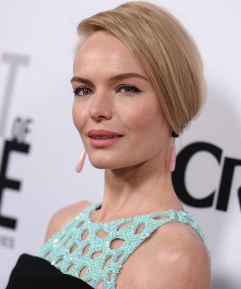 Kate Bosworth nos ha sorprendido con su falso corte pixie o bob XS liso y espectacular peinado hacia un lado. Foto: GTres Online.