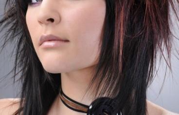 cortes-de-cabello-y-peinados-emo-para-chicas-2013-emo-con-mechas-e1384111768248